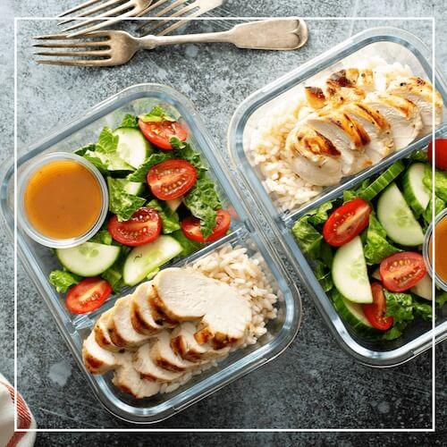 Leckeres und gesundes Essen in Meal Prep Behältern