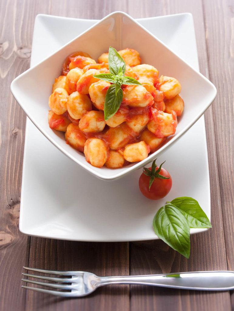 Fruchtige-Tomatengnocchi-Kinderrezepte-One-Pot-All-in-One-mit-und-ohne-Thermomix-MealPrep-für-Kinder