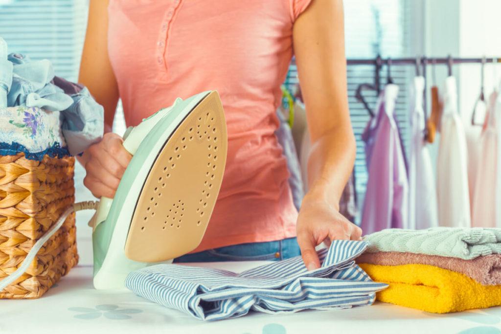 Kalorienverbrauch-Tabelle-Alltag-bügeln