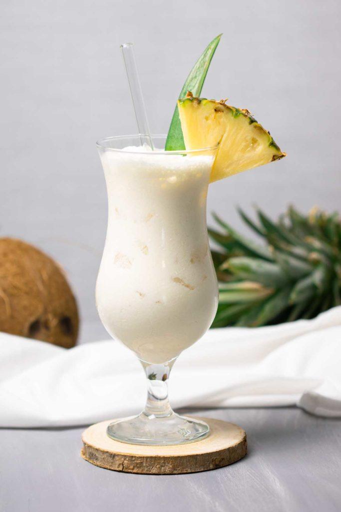 Pina-Colada-Low-Carb-Cocktails-Diana-Ruchser