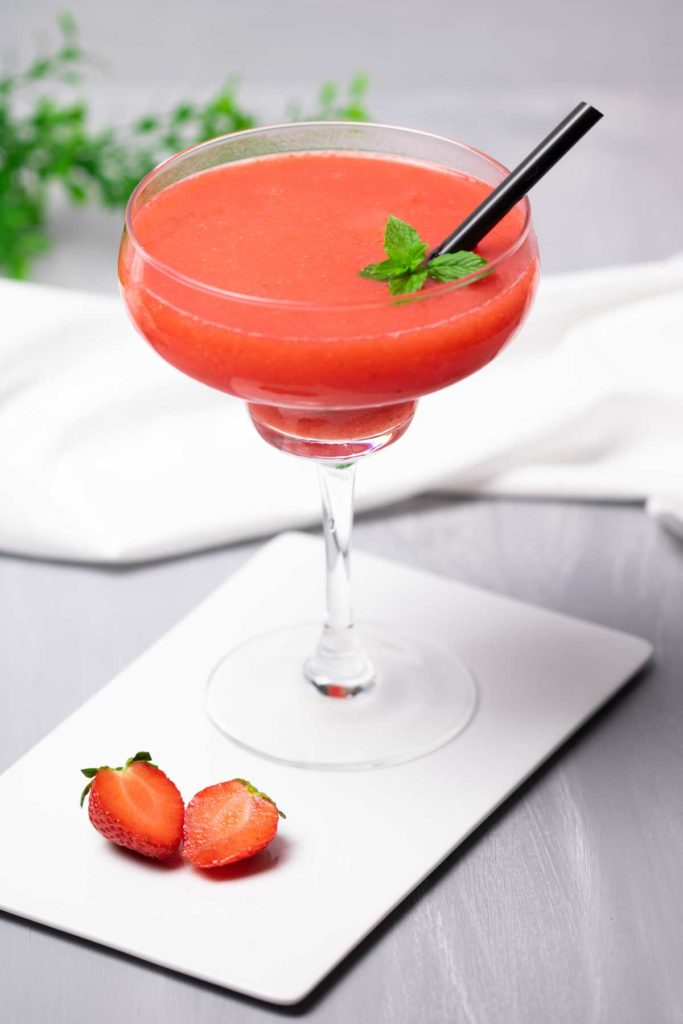 Strawberry-Daquiri-Low-Carb-Cocktails-Diana-Ruchser