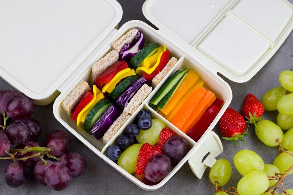 Den Regenbogen essen Die gesunde und leckere Regenbogen Lunchbox