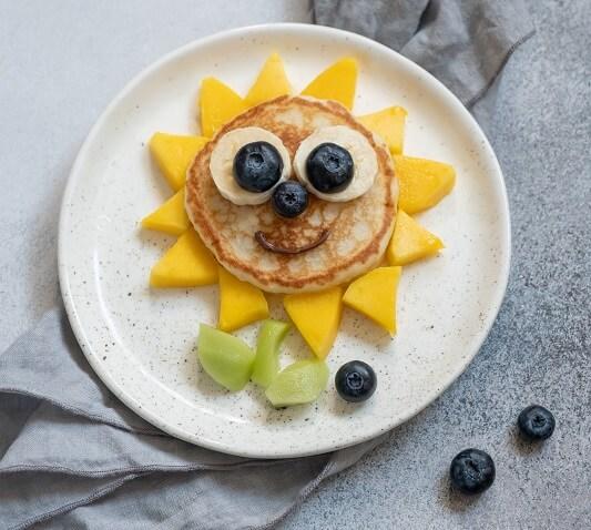 Pancakes Sonne für Kinder kreativ und lustig dekoriert