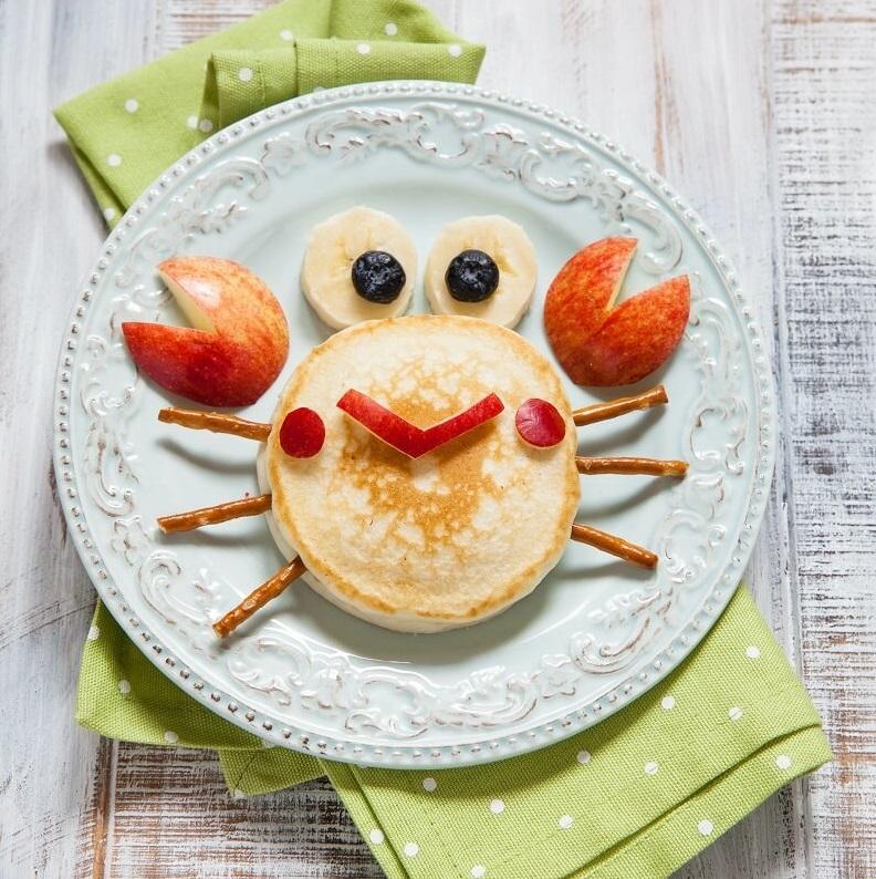 Pfannkuchen Krabbe kreativ und lustig für Kinder dekoriert