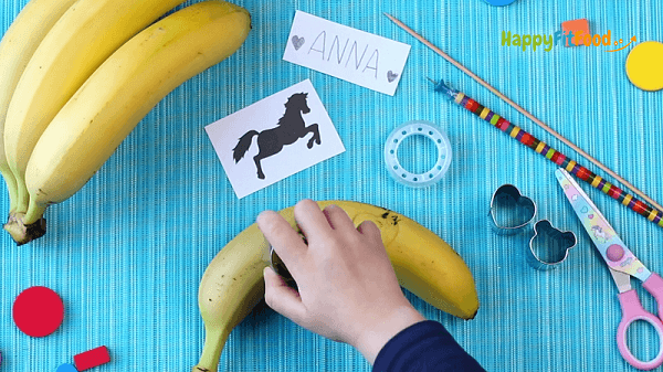 Banane mit Form tätowieren kinderleicht Pausensnack gestalten