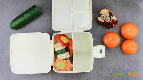 Lunchbox Kinder Pausendose packen - Brotturm mit Gemüseblumen und -sternen