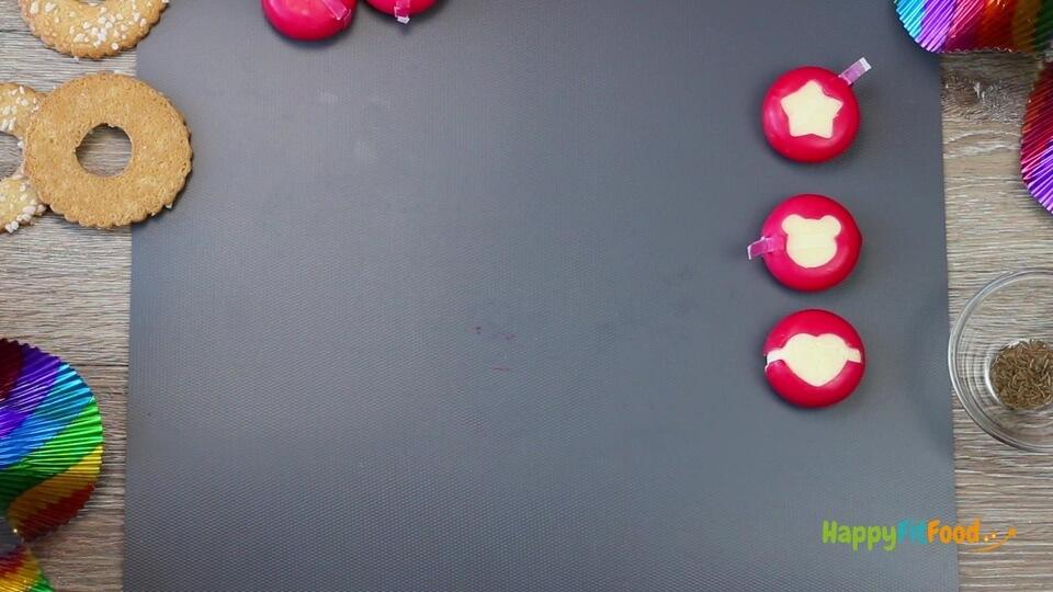 Mini-Käse Babybel Motive mit Ausstecher gestaltet