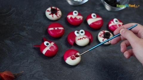 Babybel Zombie Halloween Blut aufmalen Kinder Idee