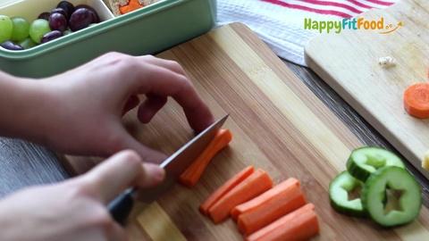 Karotten zuschneiden für Kinder Brotdose