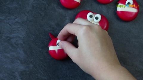 Zucker Auge auf teuflisches Mini-Käse Monster aufdrücken