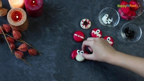 Zucker-Augen auf Halloween Babybel Fledermaus geben